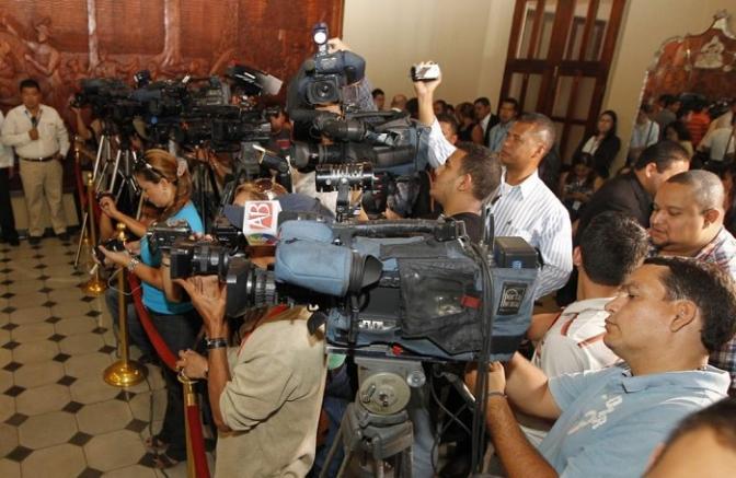 A quién le interesa mantener callados a los periodistas en Honduras?